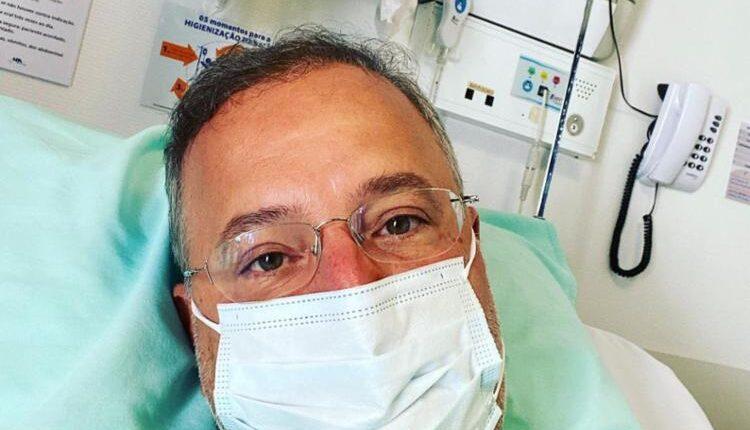 Secretário de Saúde da Bahia é internado em Salvador
