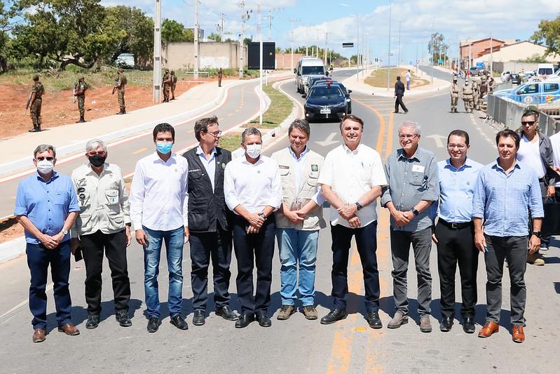 BOLSONARO ENTREGA OBRAS DA BR-135 NO OESTE BAIANO