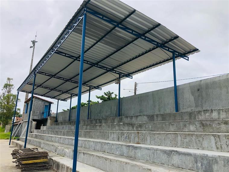 Jitaúna: Estádio Antônio Carlos Magalhães começa a ganhar cobertura - Giro  Ipiaú